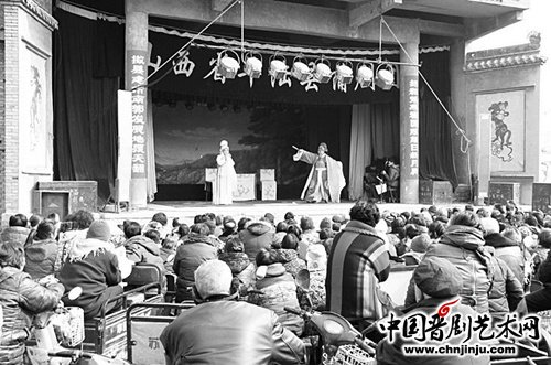 山西省平陆县蒲剧团送戏入村