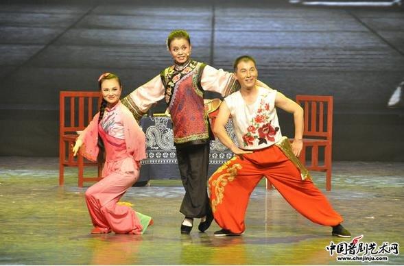 山西民歌二人台表演艺术家辛礼生演唱了传统的二人台《水刮西包头》选