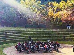 国际戏剧节,大小凉山皆为舞台